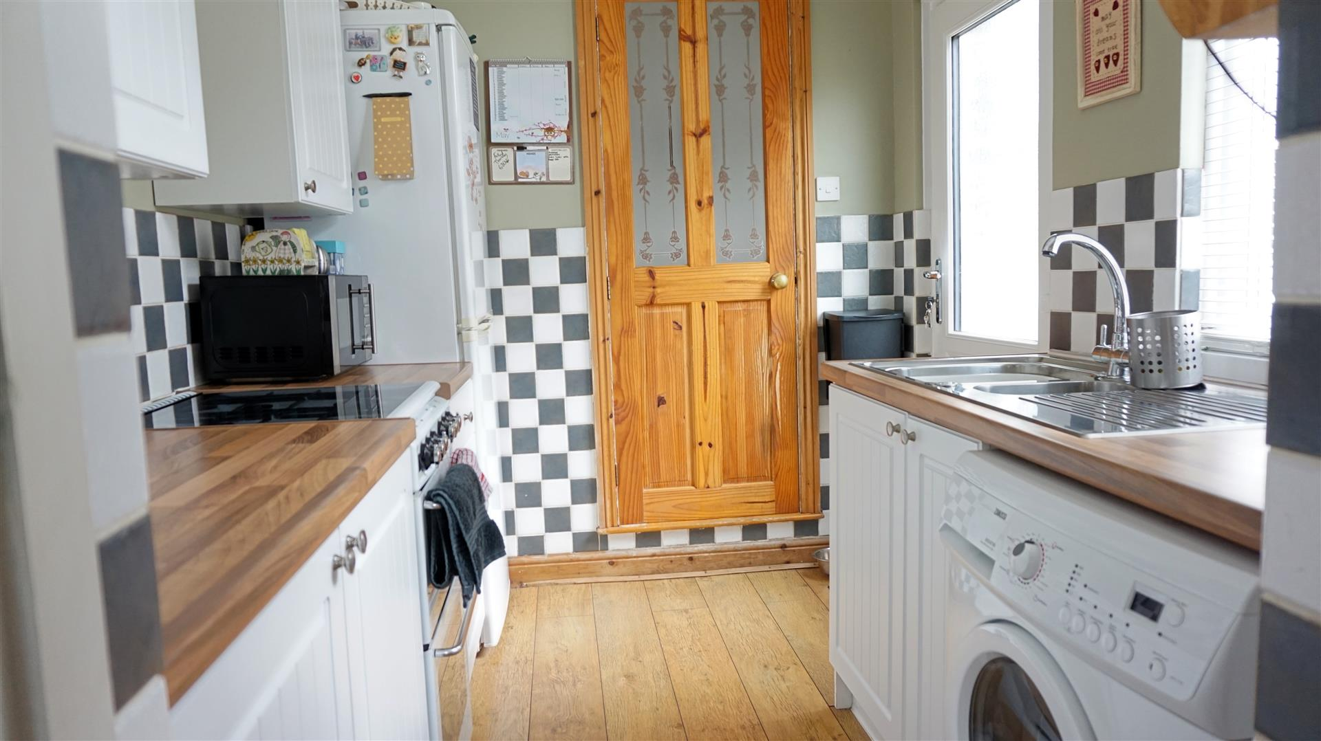 Double Glazed Kitchen Doors Property Details Bob Gutteridge Estate Agents And Valuers